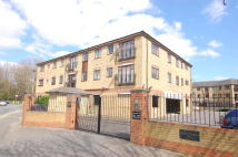 Flat to rent in Wandle Road, Morden