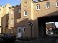 2 bed Ground Flat to rent in Gidea Park