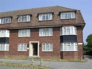 Ground Flat to rent in Gidea Park