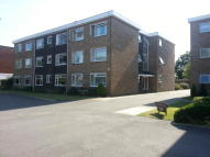 Flat to rent in Oaklands Road, Bromley...