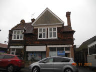 Flat to rent in STATION ROAD WEST, Oxted...