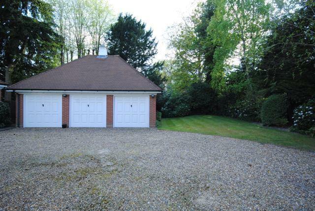 14 Woodcote Garages