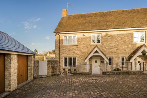 3 Bedroom Semi Detached House For Sale In Park End Cottages