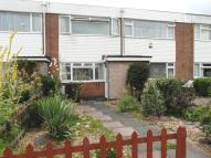 2 bed home in Longcliffe Road...