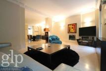 3 bedroom Flat for sale in Shaftesbury Avenue...