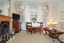 Flat to rent in Red Lion Square, Holborn