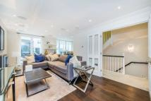 3 bed Flat to rent in Peony Court Town Houses...
