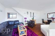 Flat to rent in St Giles High Street...