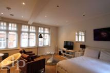 Flat to rent in Rose Street...
