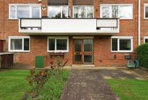 2 bed Ground Flat for sale in Main Avenue, Moor Park