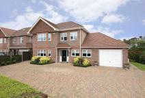 4 bedroom Detached home in Farm Way, Northwood
