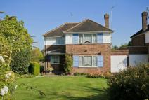 3 bed Detached house in Crofters Road, Northwood