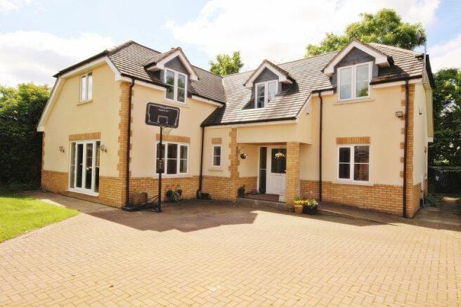 bedroom detached house for sale in luton road wilstead mk45