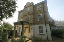 Sovereign Crescent Town House to rent