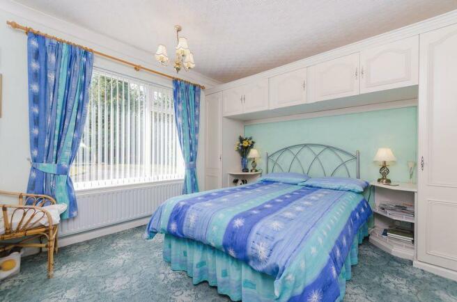 Guest bedroom/2
