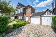 5 bedroom home in Pine Walk, Surbiton