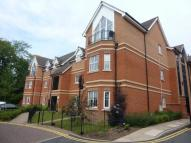 Flat to rent in Priory Heights Burton...