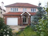 5 bedroom Detached home in Manor Road...