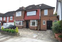 5 bed Detached home in Sherwood Road, London NW4