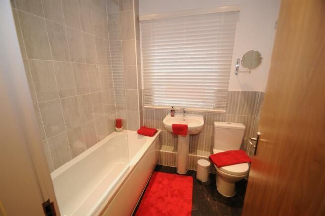 Helsby - Bathroom.JPG