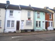 2 bed Terraced house to rent in Upper Luton Road...