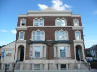 2 bedroom Flat in Darnley Road, Gravesend...