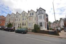 Flat to rent in Grove Hill Road...