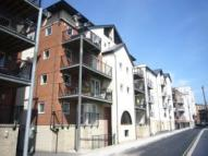 2 bed Flat in Lower Canal Walk...