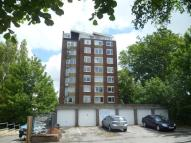 Flat to rent in Archers Road...