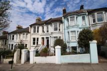Flat to rent in Ditchling Rise, Brighton...