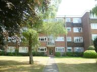 Flat to rent in Lovelace Road, Surbiton...