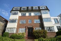 3 bedroom Flat in St. Marks Hill, Surbiton...
