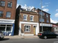 Flat to rent in Staines Road, Twickenham...