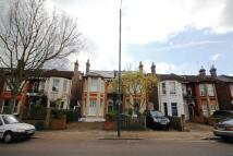 Flat to rent in Stanley Road, Teddington...