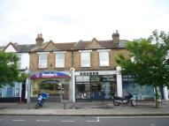 Flat to rent in Stanley Road, Teddington...