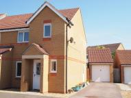 3 bedroom semi detached property to rent in Farmers Close, Wootton...