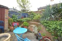 2 bedroom Flat to rent in Hillside Road...