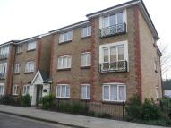 Flat to rent in Canbury Park Road...
