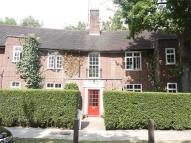2 bedroom Flat in Oakwood Court...