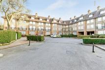 Flat to rent in Heathview Court...