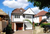 7 bed house in Cranbourne Gardens, NW11