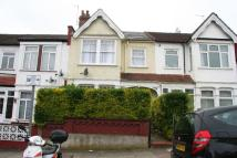 3 bed house in Audley Road, NW4