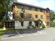 1 bedroom Ground Flat to rent in Walton-On-Thames