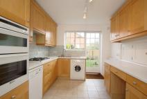 Town House to rent in Cunliffe Close...