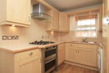 Town House to rent in Navigation Way...