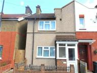 2 bedroom End of Terrace property in Ritchie Road, Croydon...