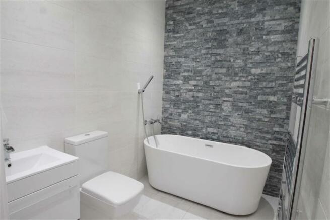 Luxurious House Bath