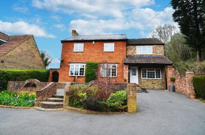 4 Bedroom Detached House To Rent In Rayners Avenue Loudwater