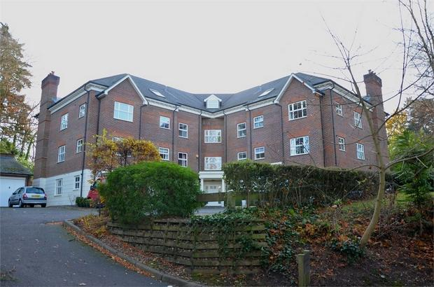 2 Bedroom Apartment For Sale In Woodbridge Manor Woodbridge Drive Camberley Surrey Gu15