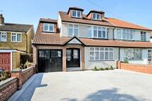 5 bedroom semi detached property in Colborne Way...